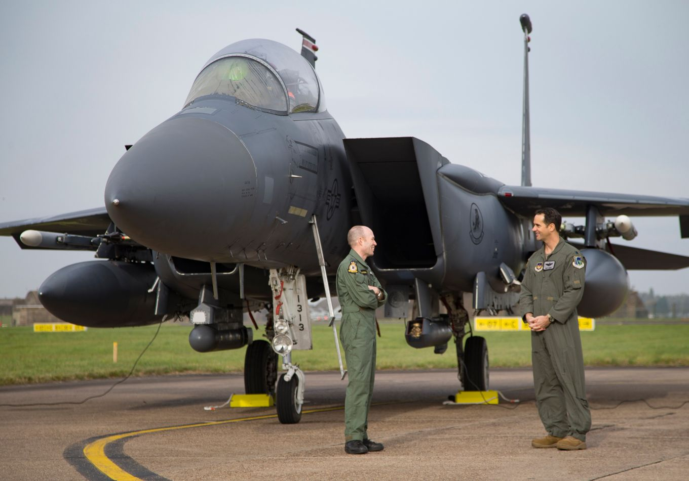 Station Commander, RAF Coningsby Group Captain Matt Peterson with US Air Force pilot